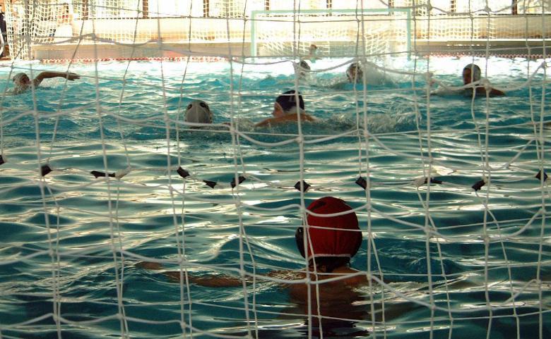 Aitor agirregabiria describe su deporte waterpolo en el for Piscinas leioa